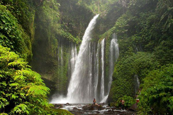 senaru waterfalls under Rinjani
